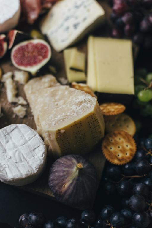 Amelie Niederbuchner Stillleben mit Käse